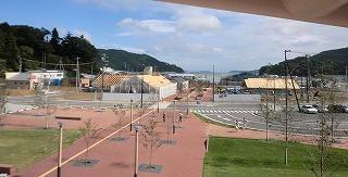 写真①駅前プロムナード.jpg